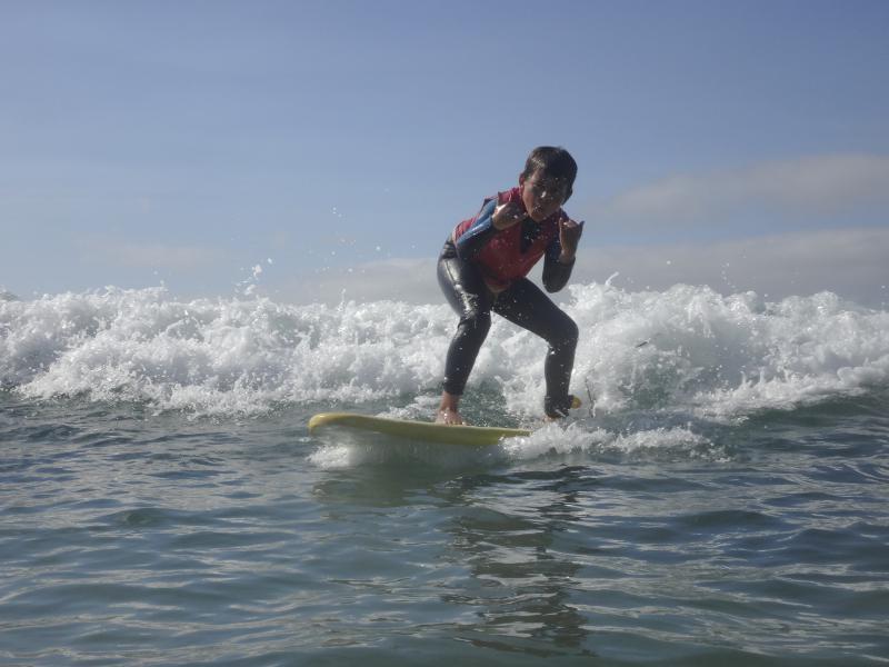 Escuela de Surf para niños en Cantabria