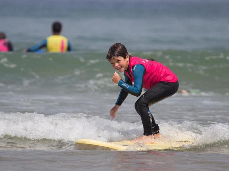 cursos de surf para niños en loredo cantabria